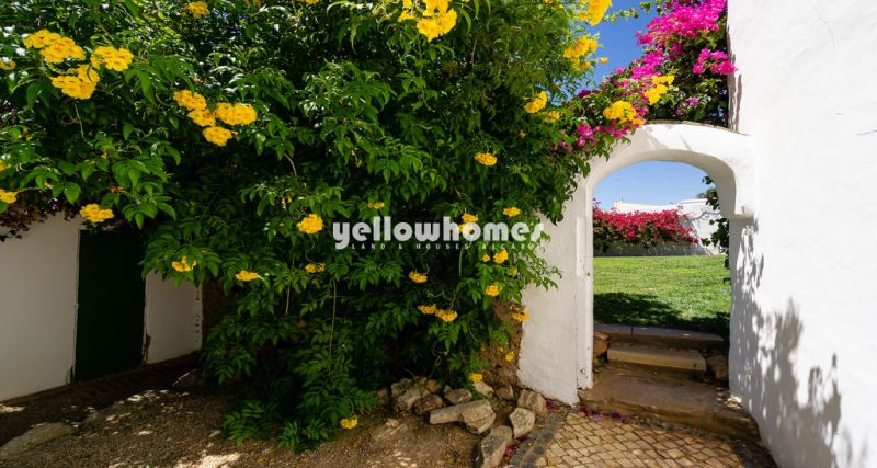 Beautiful kept 4 Bed Quinta with heated pool near Vilamoura